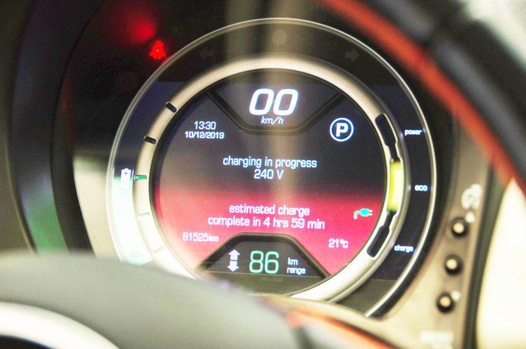 ระยะทางที่รถยนต์ไฟฟ้า (EV) วิ่งได้ ต่อการชาร์จแบตเตอรี่เต็มครั้งหนึ่ง