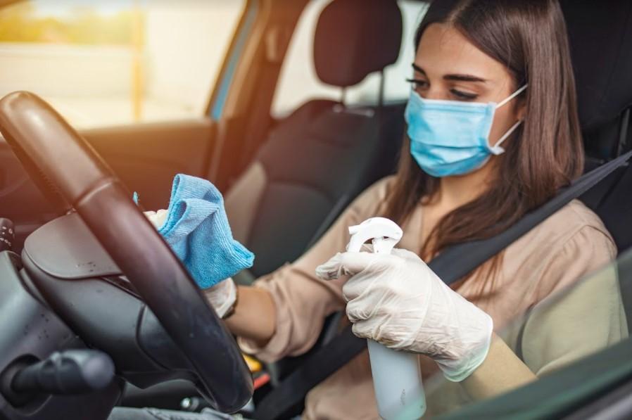 ทำความสะอาดรถยนต์โดนใช้น้ำยาทำความสะอาดอเนกประสงค์