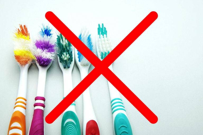 ไม่ใช้แปรงสีฟันทำความสะอาดร่องยางและซอกล้อ