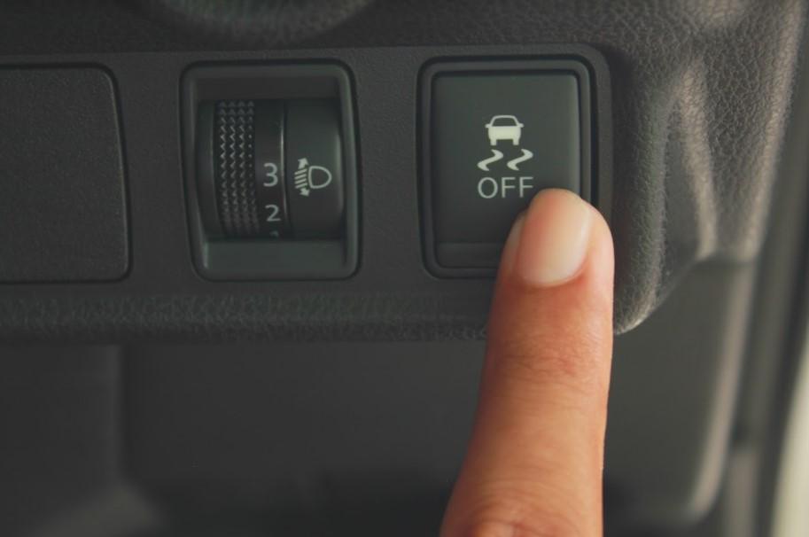 สัญญาณเตือนปิดการควบคุมเสถียรภาพการขับขี่ (Vehicle stability control off indicator)