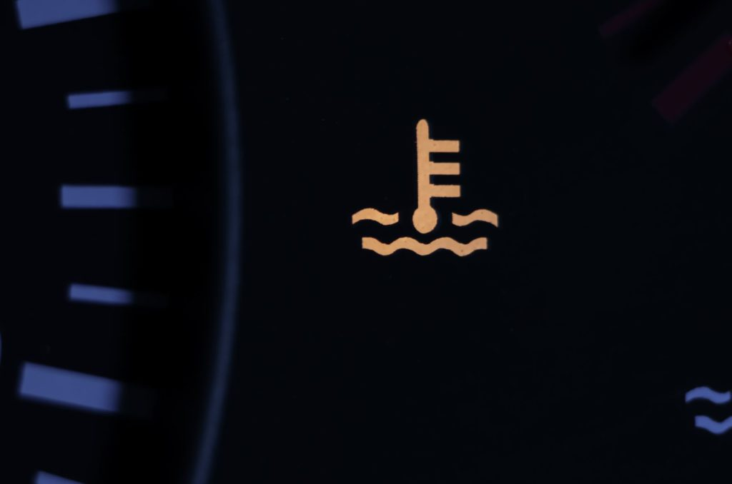 สัญลักษณ์แสดงระดับน้ำหล่อเย็นต่ำ (Low coolant level)