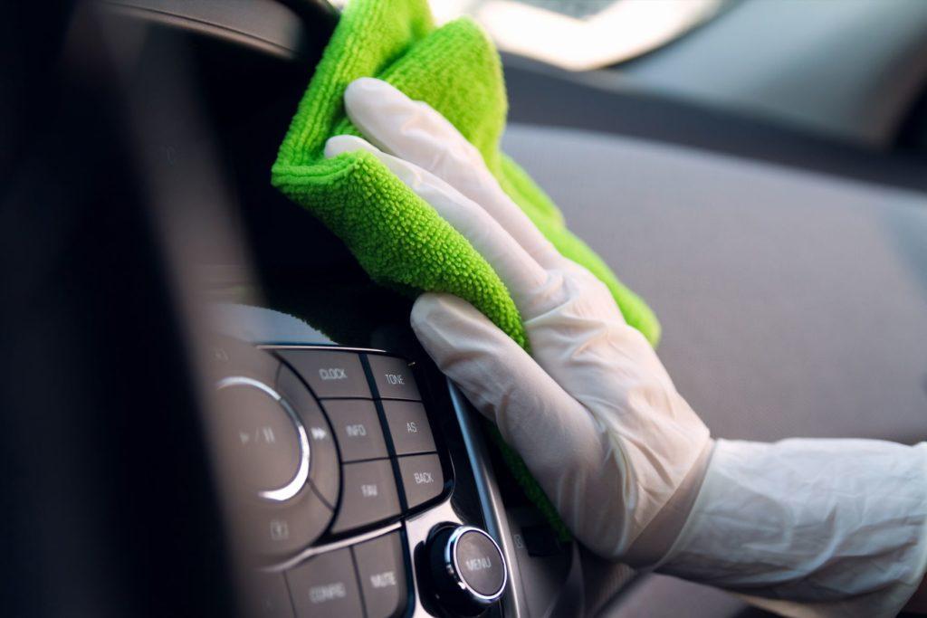 ผ้าสะอาดแล้วขัดรถยนต์ให้ทั่ว