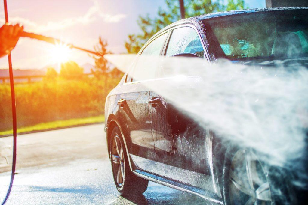ใช้สายยางฉีดภายนอกรถยนต์