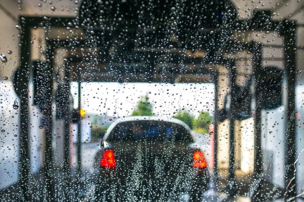 5 เหตุผล ทำไมหน้าฝนยิ่งต้องล้างรถ