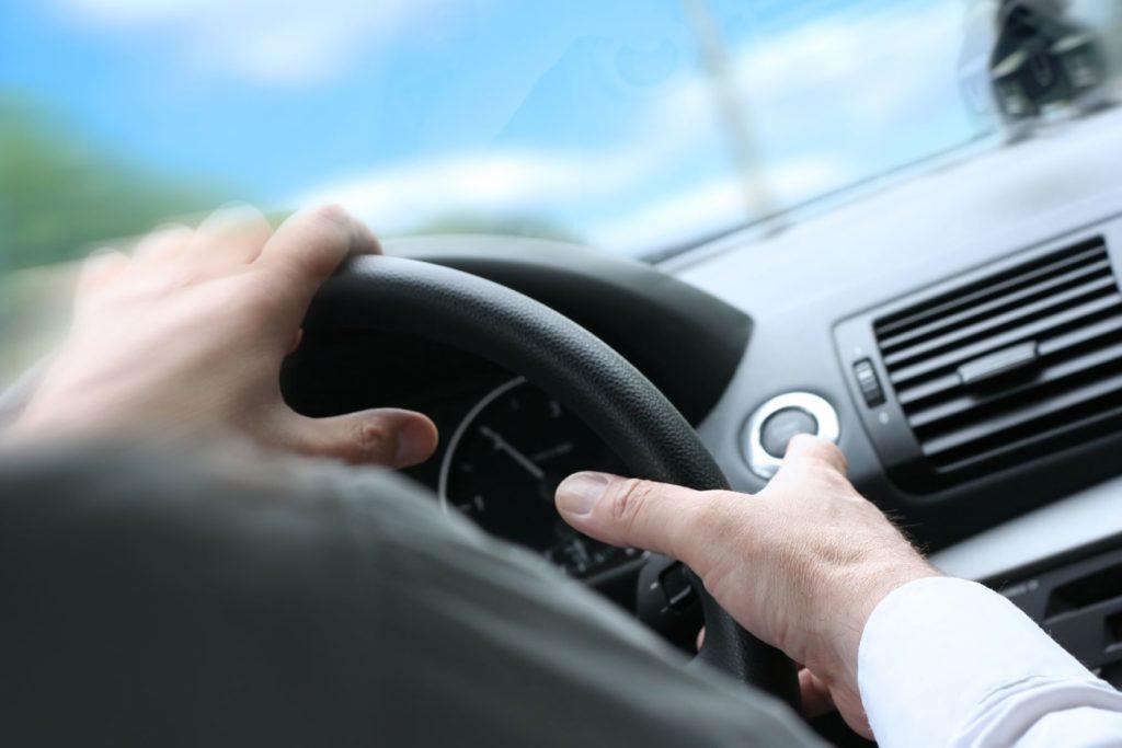 ขับอย่างไรไม่ให้รถคว่ำ