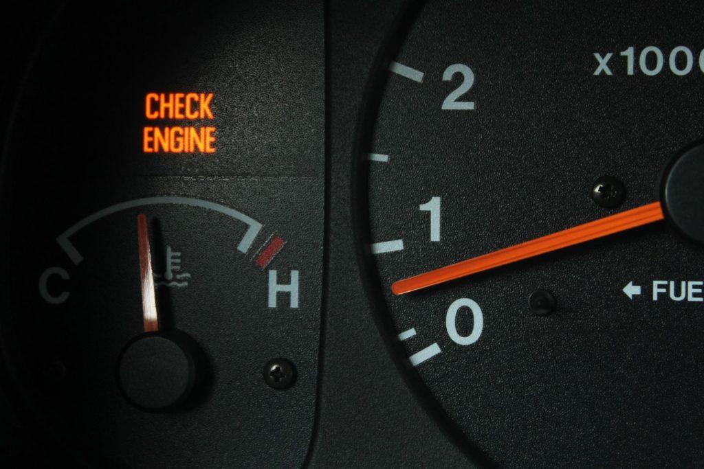 ไฟเตือนระบบเครื่องยนต์ (Check engine light)